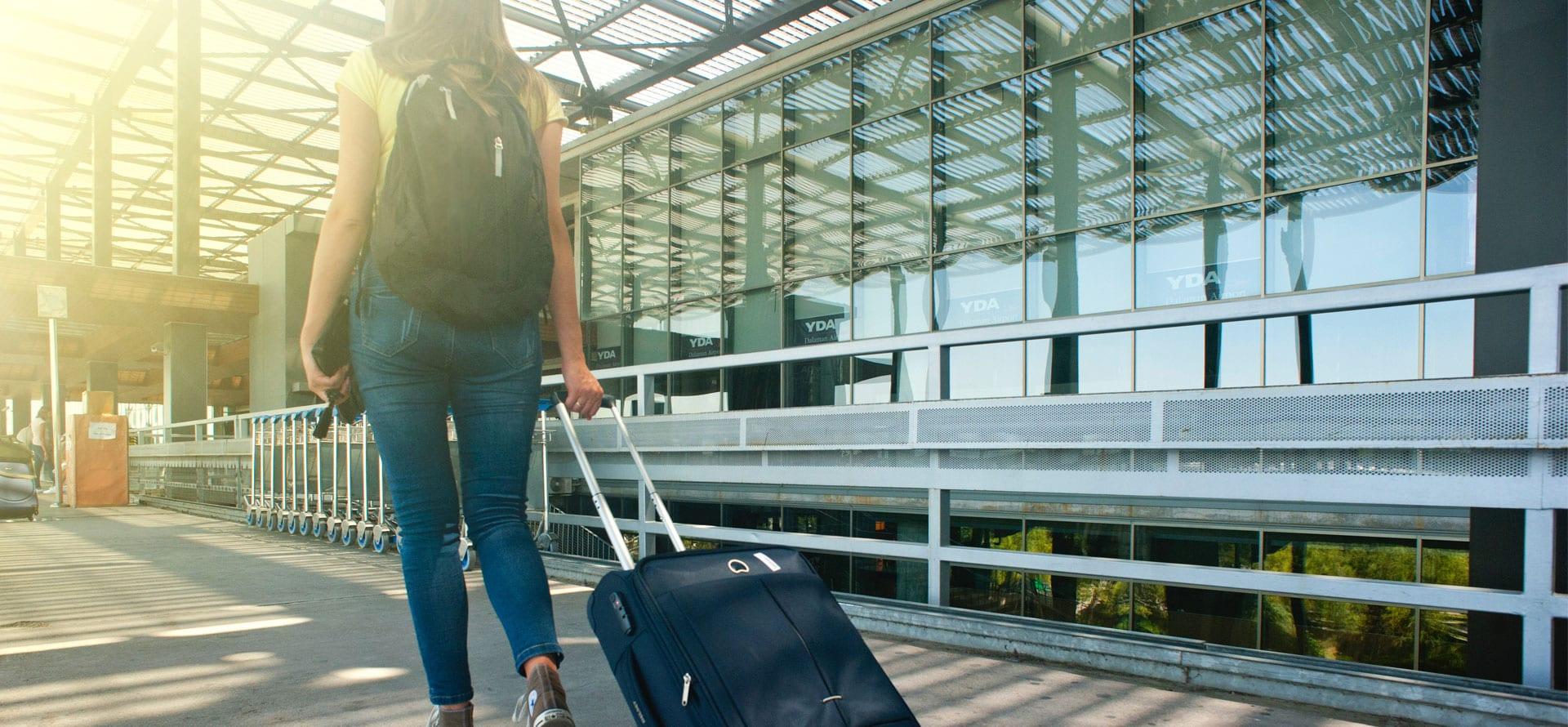 Imagen panorámico que muestra una estudiante viajando de intercambio con la Academia Alemana Deutsch en Bogotá